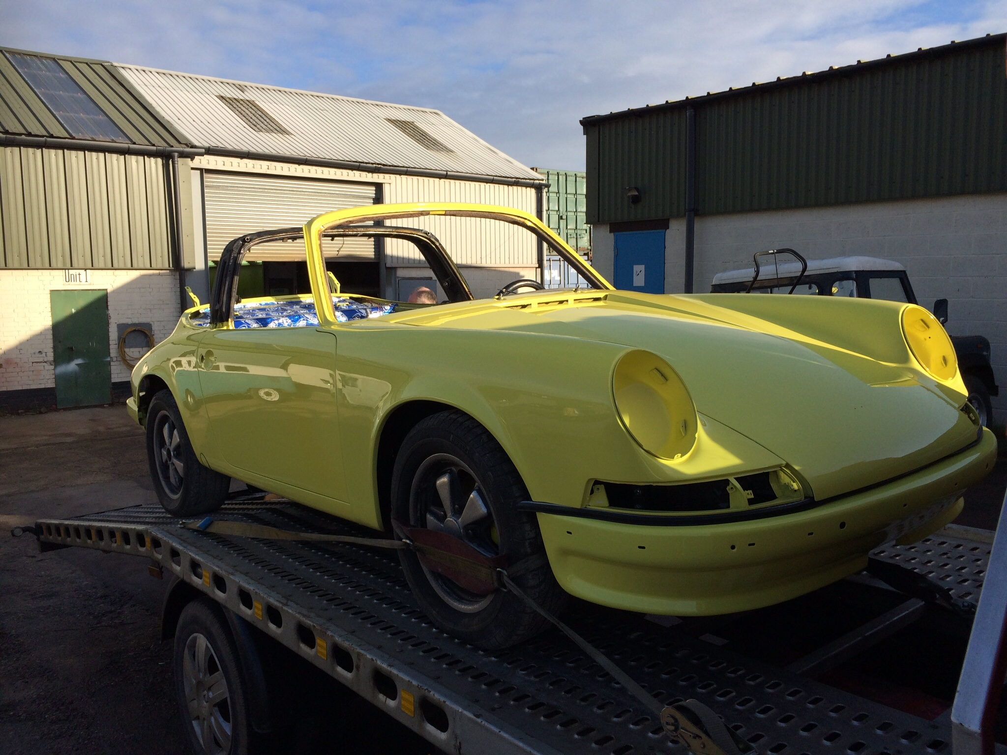 Paorsche targa painted yellow