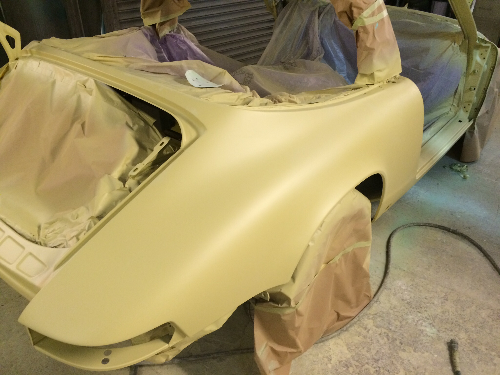 Prosche 911 body in paint primer